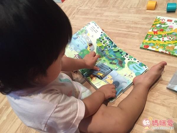 臺灣麥克動動書每一頁都可以和小動物們互動唷!