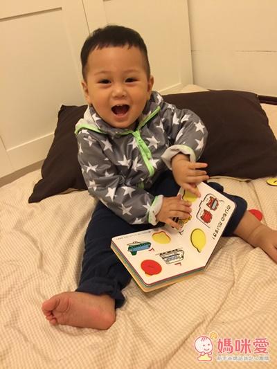 今天開團日本軟拼圖、配對小卡,還有日本 KUMON 的益智拼圖玩具等,材質柔軟的拼圖,很適合讓寶寶的小手把玩唷~